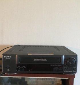 Видеомагнитофон + кассеты в подарок!!!