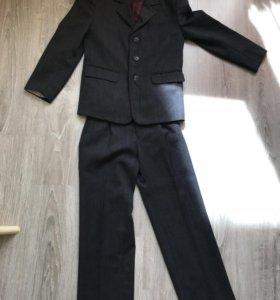 Костюм школьный детский б/у. 146 размер. Серый.