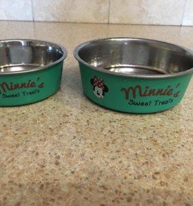 Две миски для собаки и кошек