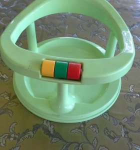 Детский стульчик и .. ванночка для купания.