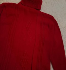 Тёплый красный свитер
