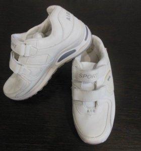Новые кроссовки на 33 размер