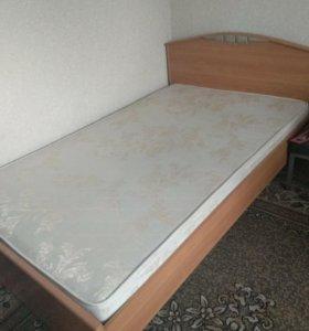 Кровать большая хорошее состояние.