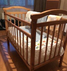 Детская кроватка+комплект постельного белья+одеяло