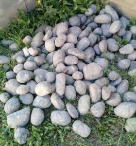 Круглый гранитный камень