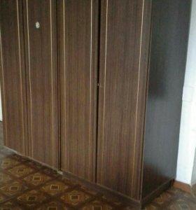 Шкафы в прихожую с тумбами и зеркало.
