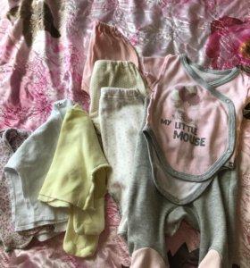 Набор ползунков и распашонок в роддом