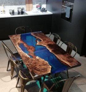 Дизайнерский стол из массива и смолы