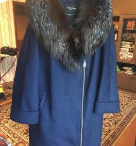 Зимнее женское пальто с мехом чернобурки