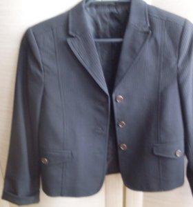 Школьный пиджак в полоску,36 размер