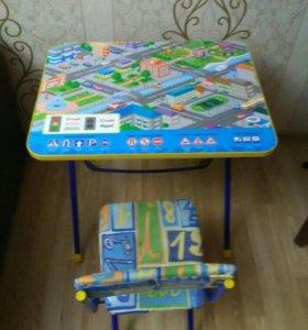 Столик со стульчиком в идеальном состоянии