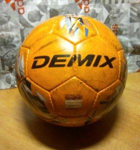 Футбольный мяч DEMIX.