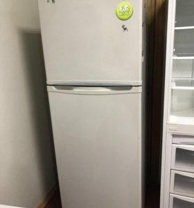 Продам холодильник 2-х камерный LG.Доставка