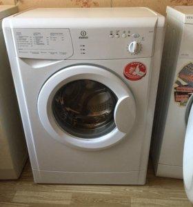 Продаю стиральную машину Indesit б/у !Доставка.