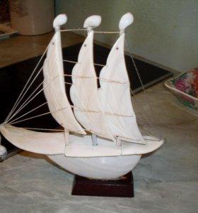 Кораблик, парусник из ракушек.Лот № 1
