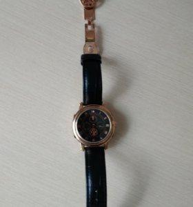 Наручные часы с двойным циферблатом