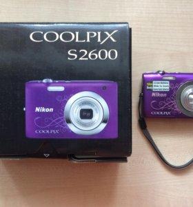 Цифровой фотоаппарат Coolpix S2600 с документами