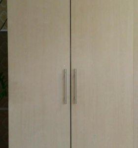 Двустворчатый шкаф
