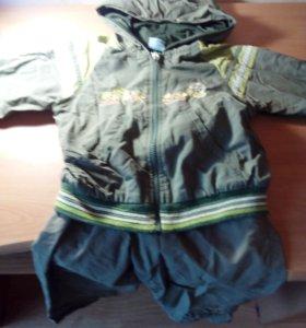 Костюм: ветровка и брюки защитного зеленого цвета