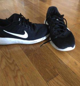 Оригинальные кроссовки Nike размер:42