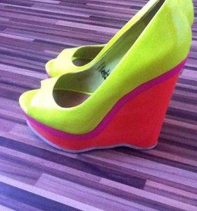 Туфли яркие размер 39-40