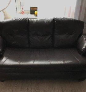 Кожаный диван и кожаные кресла