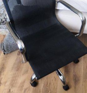 Продам компьютерный -офисный стул