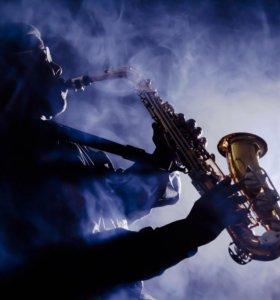 Преподаватель игры на саксофоне