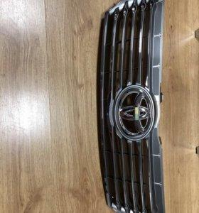 Решетка радиатора новая Тойота Камри 2014 года