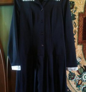 Платье школьное,уместен торг