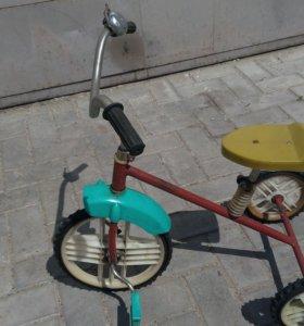 Велосипед СССР детский Малыш. трехколесный.