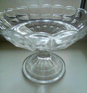 Три предмета из стекла под хрусталь, вазочка