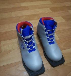 Ботинки лыжные 35разм.
