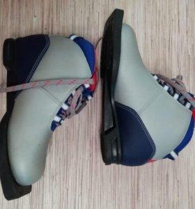 Лыжи, ботинки 34 размера,  палки