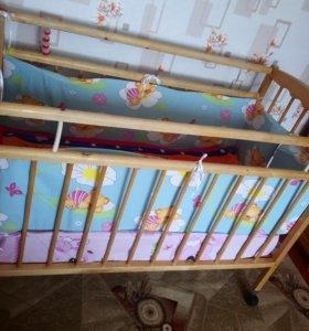 Детская кроватка б/у с новым матрасом.
