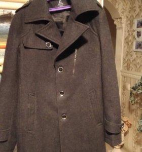 серое пальто для мальчика