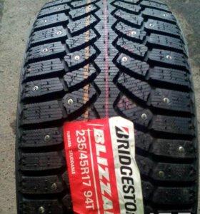 Новые японские 235.45 R17 Bridgestone Spike-01