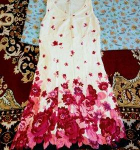 Платья,за оба платья 300 руб
