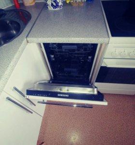 Кухонный гарнитур в хорошем состояние