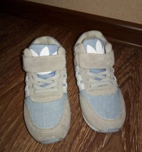 Новые кроссовки, размер 25