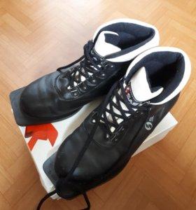 Продам лыжные ботинки. 39 размер