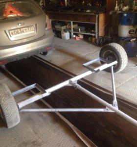 Прицеп-подкат для транспортировки автомобиля.