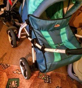Детская коляска и кенгуру
