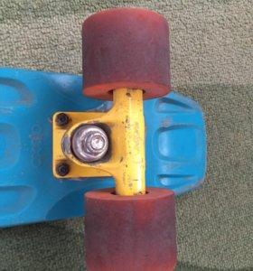 Скейт сине-желто-красный