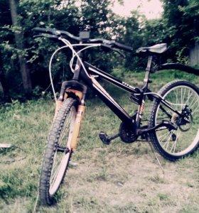 Велосипед чёрно-оранжевый
