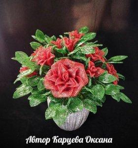 Розы из бисера ручной работы.