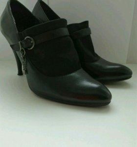 Туфли закрытые черные