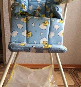 Стульчик и стол для кормления малыша