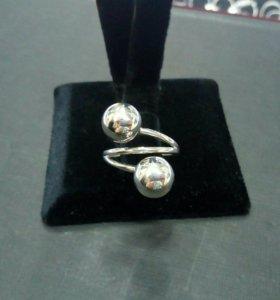 Кольцо из серебра новое
