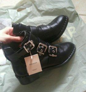 Ботинки с пряжками и вырезами Pull&bear 🆕